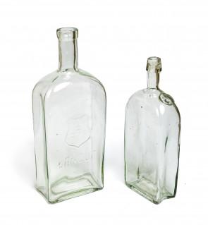Para butelek z herbem Pilawa